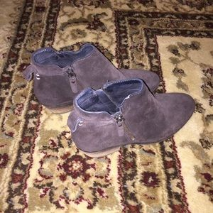 Vince Camuto brown suede ankle booties GUC 7.5